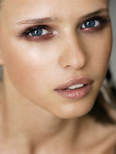 natural makeup with a pop of color #beauty