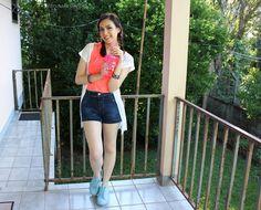 Bruna Virgínia da Silva. Look verão! Cropped pink + Short jeans cintura alta + Kimono + Tênis azul