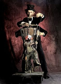 thomas kuebler freak show circus dancing monkey clown creepy bizarre odd strange top hat (((Maybe we should have this at our carnival wedding. Creepy Circus, Halloween Circus, Creepy Carnival, Creepy Clown, Halloween Dance, Halloween 2016, Dark Circus, Circus Art, Circus Theme