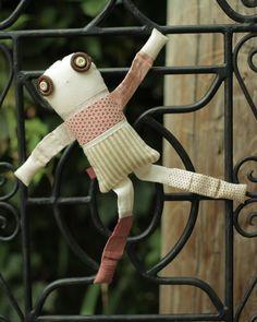 Les triplettes - Cosmos 4 - poupée de chiffon aimantée - faite à la main à Montréal - 2015 - Anouk Kouri - vendue