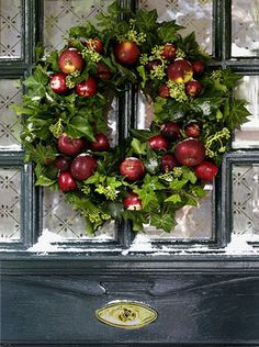 Christmas Decor - Red and Green Apple Wreath! Christmas Wreaths For Front Door, Holiday Wreaths, Door Wreaths, Christmas Decorations, Holiday Decor, Apple Decorations, Autumn Wreaths, Natural Christmas, Rustic Christmas