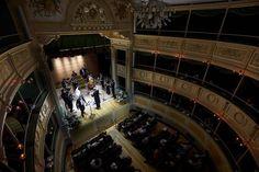 Si chiama Teatro Gerolamo, ma è anche conosciuto come il teatro delle marionette.È un piccolo gioiello che fa parte della storia meneghina che è rimasto chiuso e abbandonato per più di 30 anni e, dopo un lungo restauro, è stato nuovamente restituito ai milanesi. Il teatro Gerolamo, situato in pieno centro, in piazza Beccaria, è …