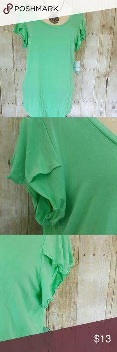 Liz Claiborne Tee Flutter sleeve tee in spring bud green. The sleeves are so delicate and pretty. 95% rayon 5% spandex. Large size. 25 inches in length with a curved hem. Liz Claiborne Tops Tees - Short Sleeve