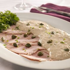 Vitello tonnato - veal with tuna sauce. ah, memories from Munich, aka the northernest Italian city. Sauce Recipes, Seafood Recipes, Cooking Recipes, Vitello Tonnato Recipe, Italian Dishes, Italian Recipes, Tapas, Good Food, Food And Drink