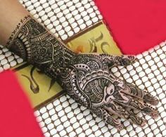 Are you waiting for the wedding season to put on some mehndi? The season is here. Here are some punjabi mehndi designs that you just have to try! Leg Henna Designs, Finger Henna Designs, Indian Mehndi Designs, Bridal Mehndi Designs, Tattoo Designs, Bridal Henna, Indian Bridal, Wedding Designs, Nail Designs