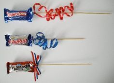 Making candy flowers for a patriotic centerpiece. Change colors and ribbons for other holiday candy bouqu Making candy flowers for a patriotic centerpiece. Change colors and ribbons for other holiday candy bouquet/centerpiece. Homemade Gifts, Diy Gifts, Candy Boquets, Candy Arrangements, Candy Flowers, Gift Bouquet, Candy Crafts, Holiday Candy, Chocolate Bouquet