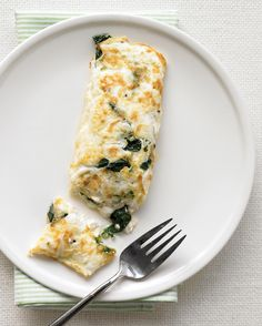 This yolkless omelet packed with spinach and low-fat cottage cheese is a healthy start to the day.