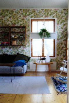 keinutuoli, vanha olohuoneen pöytä, boråstapeter, hienohelma