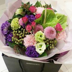 사랑하는 사람을 위해 만든 꽃다발~! 오랜만에 새벽시장가서 싱싱한 꽃들을 한아름 안고 왔다. 노력과 정성을 쏟으니 평소보다 잘 안 만들어지네 ^^ 이거 받고 새로운 시작을 위해 홧팅~~!! 힘내세요. http://blog.naver.com/marolles