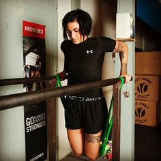 Triceps exercise😉 #fitness #crossfit #crossfitgirls #resistancebands #workout #pullupassistband #exercise #triceps #girlswithmuscle #tattoo #fitgirl #fit #powerbands #fitnessmotivation #motivation #gym #gymmotivation