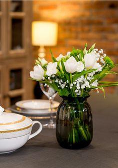 Oferă întregii atmosfere o notă de eleganță printr-o vază în care sunt impecabil așezați un buchet de bujori! Flower Power, Table Decorations, Flowers, Furniture, Home Decor, Decoration Home, Room Decor, Home Furnishings, Royal Icing Flowers
