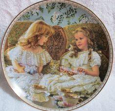 """Twins """"Best Friends"""" Decorative Plate 8.5"""" Dia. 1993 in Box NWOT"""