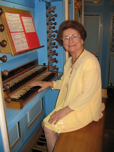10 August 1926 – 26 February 2013: Marie-Claire Alain: The French organ virtuoso was that rare jewel: a teenage musical prodigy who matured into one of the finest and most sought after recitalists and teachers. https://www.youtube.com/watch?v=a7Y2kgjVcTg  ..............