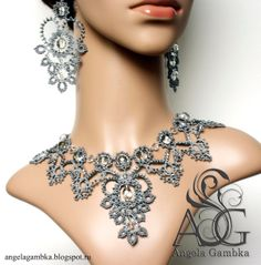 I so want this tatted jewelry masterpiece by Angela Gambka!
