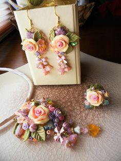 Pulsera y zarcillos de rosas y plantas en arcilla polimérica / polymer clay / By: Serena Di Mercione