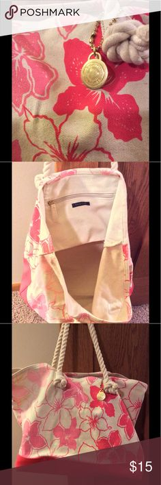 Tommy Hilfiger beach tote Pink and coral Tommy Hilfiger canvas tote. Great condition, light use, sturdy Tommy Hilfiger Bags Totes