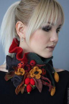 Купить или заказать 'Осенняя мелодия' в интернет-магазине на Ярмарке Мастеров. Милые модницы, если Вы любите выделяться из толпы и привлекать взгляды окружающих, то эта страничка для Вас. Здесь Вы можете подобрать эксклюзивное украшение для себя и близких. Ручная, авторская работа. Возможно выполнить в любой цветовой гамме, под Ваш наряд и настроение Басе 'Осень уже пришла!'- Шепнул мне на ухо ветер, Подкравшись к подушке моей.