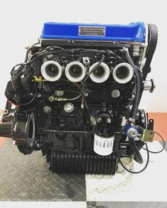 Another one of my favourite builds from this year. Twinkam on throttle bodies. Mini Drawings, Small Cars, Classic Mini, Minis, Engineering, My Favorite Things, Bodies, Lotus, Bmw