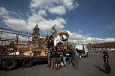 Montaje de la Monumental Ofrenda que rinde tributo a José Guadalupe Posada. Foto: Antonio Nava / Secretaría de Cultura del GDF.
