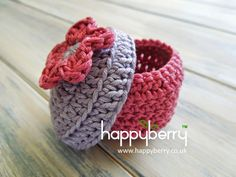 Crochet a Beautiful Small Box - Tutorial •✿•  Teresa Restegui http://www.pinterest.com/teretegui/ •✿•