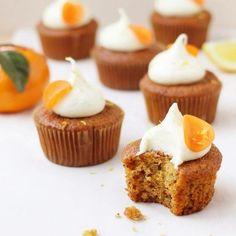 Ces petits gâteaux orange et carottes de @foodnouveau sont ! C'est notre inspiration #fraichementpresse du jour. #cookingwithlove #breakfast #brunch #carrotcake #homemade #instafoodie #foodblogger #mtlblogger #citrusfruits #citruslove #cupcake