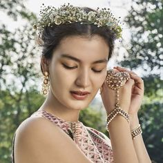 The traditional haath-phool Anita Dongre, Bengali Wedding, Indian Bridal, Asian Inspired Wedding, Haldi Ceremony, Hand Jewelry, Sabyasachi, Couture, Bridal Looks