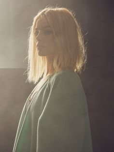 Long Bob. | Fine, blonde hair. Natural texture. Wispy, light, and airy. | Photo: Margot Robbie by Christopher Anderson | via thenletitbe