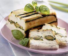 Découvrez la recette de la terrine de courgettes au chèvre frais, signée par le chef étoilé Cyril Lignac. Une très bonne entame pour votre repas.