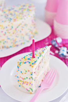 Sweetapolita – Funfetti Layer Cake with Whipped Vanilla Frosting ******CON RECETA DE LA COBERTURA DE VAINILLA******