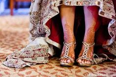 This is a mendhi pic, but my gosh her lengha is gorgeousss!
