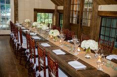 Love this beautiful wedding table! Classic and stunning! Photo by: @jillswirbul