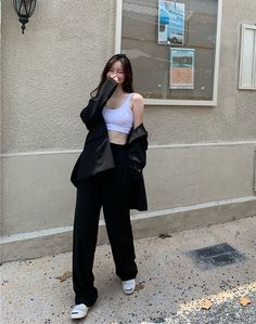 Korean Girl Fashion, Ulzzang Fashion, Korean Street Fashion, Kpop Fashion Outfits, Girls Fashion Clothes, 90s Fashion, Korean Casual Outfits, Basic Outfits, Cute Casual Outfits