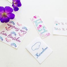 ✏️Bientôt la rentrée, Avez-vous pensé à commander vos #étiquettes en tissu personnalisées pour vos créations ou pour marquer les vêtements de vos enfants ?  Je les crée pour vous !! C'est juste ici :  www.corail-indigo.com ✨ Merciiii à mes chères clientes pour leur confiance ✨!! . . #cestlarentree #rentreescolaire #cadeaupersonnalise #personnalisé #handmade #faitmain #cousumain #fairesoimeme #personnalisé #surmesure #coutureaddict #coutureenfant #couturebebe #cousette #coudre #patroncouture…