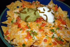 Copy Cat Recipe for Margaritaville Volcano Nachos...These were the BEST nachos I have ever had...making them tonight! @Steffani Nelson :)