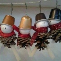15 upcycling coffee capsules Christmas decorations to make yourself :) - nettetipps.de 15 upcycling coffee capsules Christmas decorations to make yourself 🙂 – nettetipps.de Source by tinaknie Diy Christmas Activities, Christmas Crafts Sewing, Christmas Crafts For Kids To Make, Christmas Decorations To Make, Simple Christmas, Holiday Crafts, Crafts To Make, Christmas Diy, Christmas Ornaments