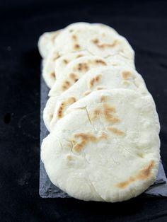 Pitas (pains grecs à garnir) : Recette de Pitas (pains grecs à garnir) - Marmiton. Essayé 26.04.2014, délicieux avec brochettes souvlaki