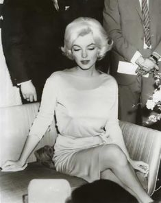 How Marilyn Monroe looked for her absent father in Robert Kennedy Marlene Dietrich, Hollywood Star, Vintage Hollywood, Brigitte Bardot, Greta, Becoming An Actress, Robert Kennedy, Hilario, Marilyn Monroe Photos