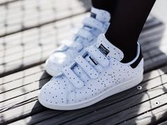 Baby shoes Baskets à pois Adidas Stan Smith Adidas Stan Smith stella dots sneakers Look outfit tenue style mode fashion femme woman 2017 Fashion Mode, Boy Fashion, Style Fashion, Looks Baskets, Smith Adidas, Adidas Stan Smith Outfit, Outfit Stile, Shoe Basket, Velcro Shoes