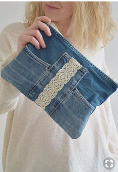 This trendy denim with cotton lining and plastic zipper is great for your everyday essentials. Perfect for carrying keys, mobile phone, lipstick and much more. Made from high quality blue jeans (recycled - upcycled) with great attention to detail and Artisanats Denim, Denim Purse, Clutch Purse, Denim Clutches, Denim Bags From Jeans, Diy Jeans, Clothes Refashion, Diy Clothes, Easy Clothing