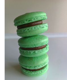 Extra wonderful for Christmas and St. Patrick's Day: Chocolate Mint Macarons. #cookies #macarons #Christmas #green #chocolate #mint #food #dessert #baking #French #pastries