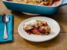 "Black Plum & Cardamom Crumble (Trisha's FAN-tastic Favorites) - Trisha Yearwood, ""Trisha's Southern Kitchen"" on the Food Network. Plum Recipes, Gourmet Recipes, Dessert Recipes, Healthy Recipes, Fruit Dessert, Healthy Snacks, Breakfast Recipes, Plum Cobbler, Plum Crumble"