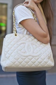 i want this bag sooo bad but in black!