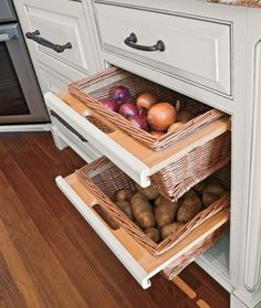 Keep vegetables out of the way with convenient basket drawers.