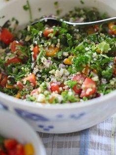 Den libanesiska salladen Tabolueh är en återkommande semesterfavorit hos oss. Så svalkande och god och jag gör den oftast med pepparmynta istället för vanl Clean Recipes, Raw Food Recipes, Veggie Recipes, Vegetarian Recipes, Cooking Recipes, Healthy Recipes, Healthy School Snacks, Vegetable Dishes, Recipes