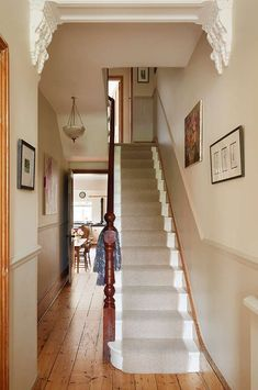 Hottest Free of Charge Carpet Stairs victorian Ideas One of the fastest approach. Hottest Free of Charge Carpet Stairs victorian Ideas One of the fastest approaches to revamp your t Hallway Colour Schemes, Hallway Paint Colors, Paint Colours, Terraced House, Style At Home, Edwardian Haus, Hall Colour, Victorian Hallway, Hallway Designs