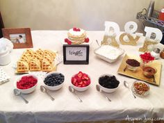 Waffle Bar Party - Aspen Jay Great ideas on throwing a waffle bar party for you next bridal or baby shower. Simple ways to dress up the table and not a lot of food prep work. Breakfast Bar Table, Brunch Bar, Breakfast For Dinner, Breakfast Kids, Birthday Breakfast, Birthday Brunch, Birthday Table, Birthday Cakes, Birthday Ideas