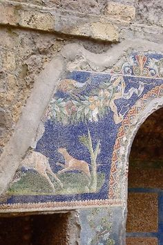 Roman Mosaic found in the ruins of Herculaneum Mosaico romano trovato a…