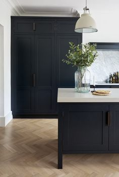 Virtuoso is a classic with a twist; here is a kitchen that effortlessly combines the traditional with the contemporary with innovative colouring. #KitchenFurnitureclassicbeautiful