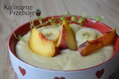 Budyń jaglany z bananem i brzoskwiniami