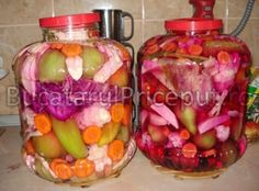 Muraturi asortate pentru iarna Romanian Food, Thing 1, Fermented Foods, Preserves, Pickles, Cabbage, Lunch Box, Food And Drink, Health Fitness
